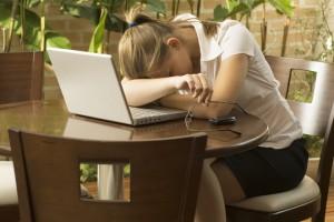 alvás munka közben