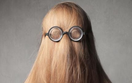 frizura a szemüveghez