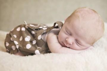 alvó kisbaba